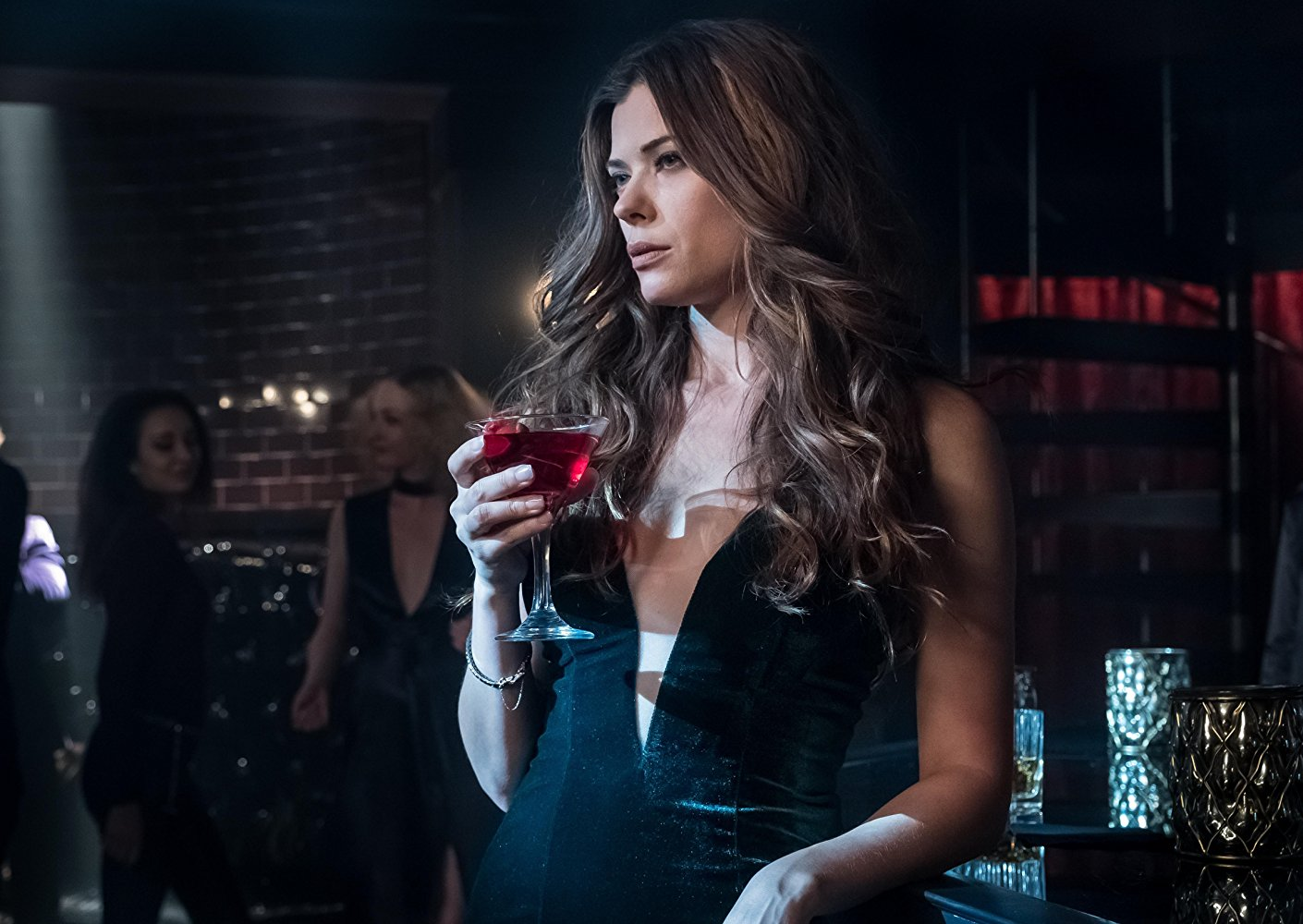 Still of Peyton List as Ivy Pepper at the Siren's club.